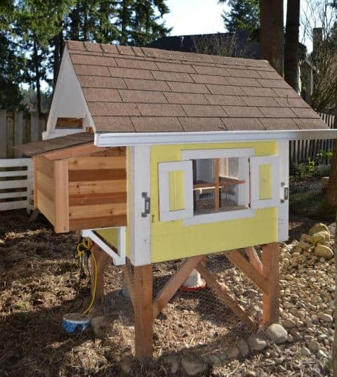 Free Chicken coop plans from Live Simply