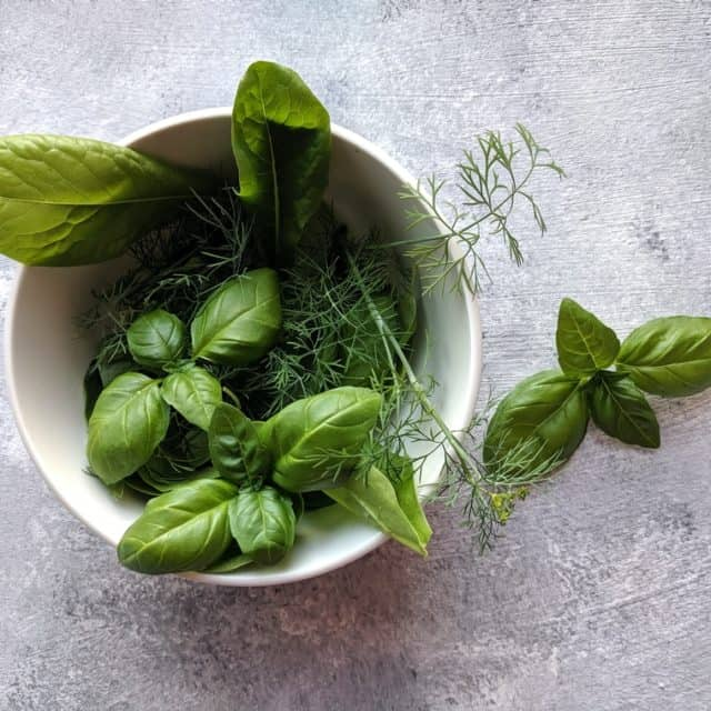 5 Herbs That Aid in Chicken Health